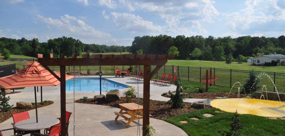 pool-with-splash-pad.jpg